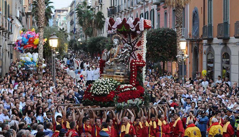 Niente processioni per tutto il 2020, saltano la festa della Madonna del Carmine e quella San Matteo per le strade di Salerno