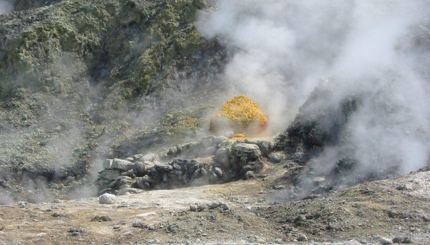 Tragedia alla Solfatara di Pozzuoli, tre turisti cadono nel cratere