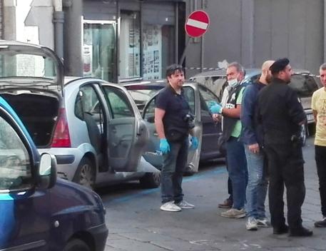 Napoli, trova cadavere clochard in auto