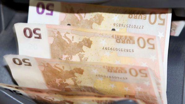 Nocera Inferiore, minaccia commerciante per cambiare banconota falsa: a processo