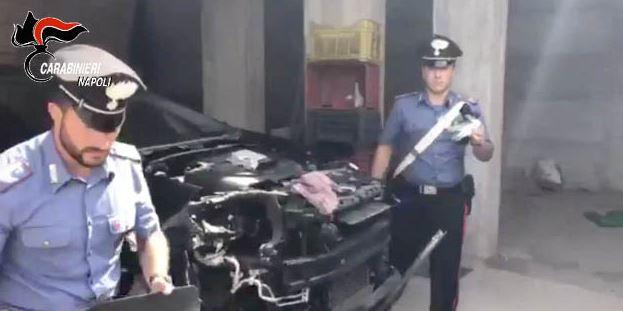 Rubano auto a Salerno per smontarle a Pompei. Nell'officina armi pronte ad uccidere