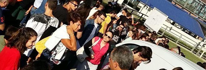 Salerno, lunghe file e traffico in tilt: in 1.558 ai test d'ingresso di medicina