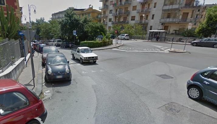 Raid vandalico in pieno centro, danneggiate diverse auto