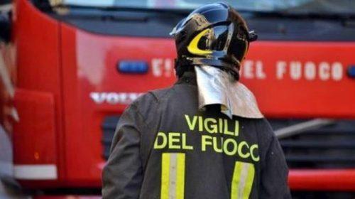 A Matinella di Albanella va a fuoco un capannone di una azienda che produce acciaio