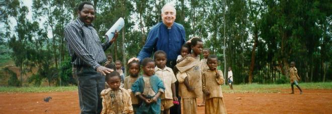 Addio a don Andrea Vece, l'inventore del cinema Fatima e missionario
