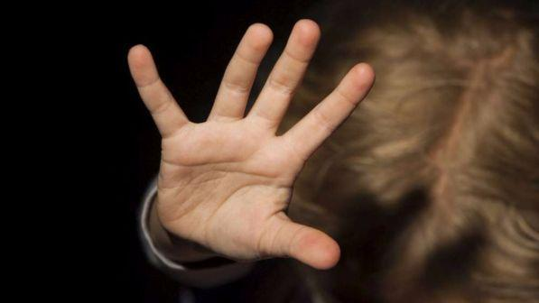 Condannato il pedopornografo della rete. 24mila foto e video con bambini e animali…