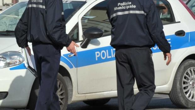Pietre contro le auto della municipale al centro di accoglienza di Capaccio Paestum, la denuncia della Csa