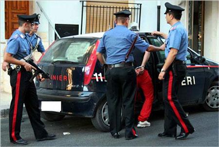 Prende a martellate il padre: arrestato un 34enne