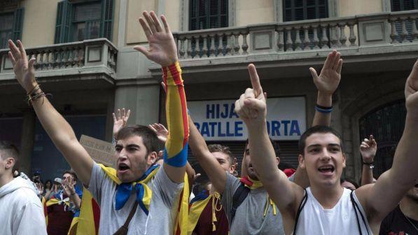 Catalogna in piazza per unione e dialogo: Barcellona blindata