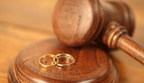 Divorzia dopo 23 anni e viene anche licenziata