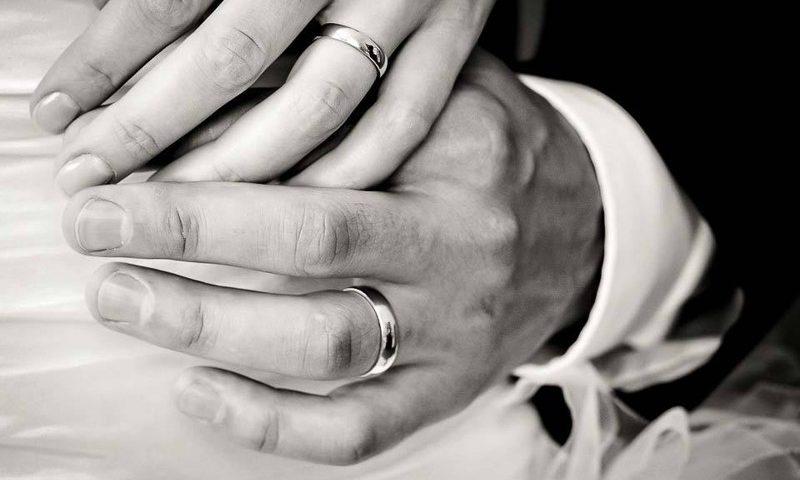 In fase di separazione, il giudice revoca gli alimenti alla moglie disabile