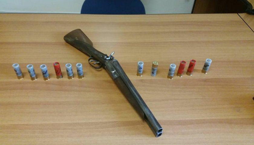 Fucile a matricola abrasa in casa di un pregiudicato