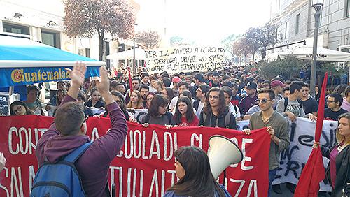 La protesta contro l'alternanza scuola-lavoro. Gli studenti in sciopero
