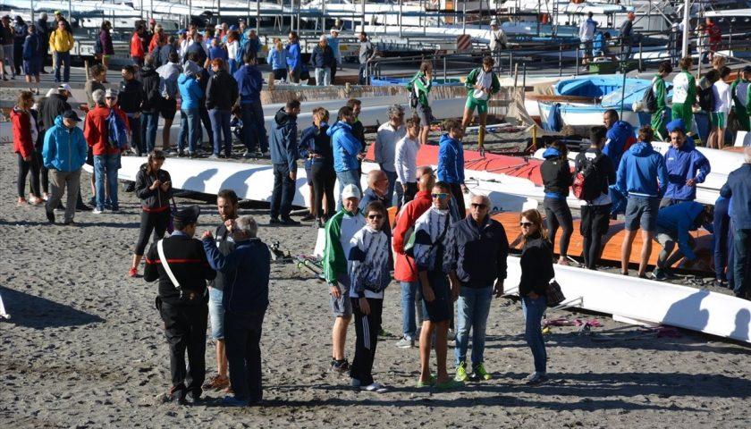 Sulla spiaggia di Maiori volano canoe, feriti 4 atleti. Compromessi Campionati Italiani di Coastal Rowing