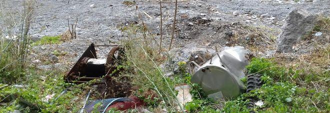 Una tonnellata di rifiuti a due passi dalla spiaggia di Amalfi