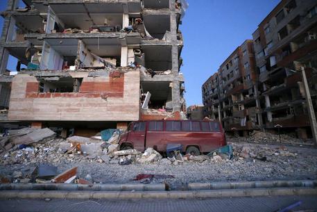 Terremoto magnitudo 7.2 tra Iraq e Iran, almeno 339 morti e 2530 feriti