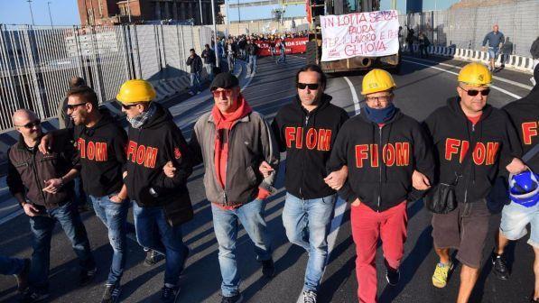 Esuberi Ilva, lavoratori Genova occupano stabilimento
