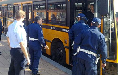Tenta di abusare di una 15enne su un bus