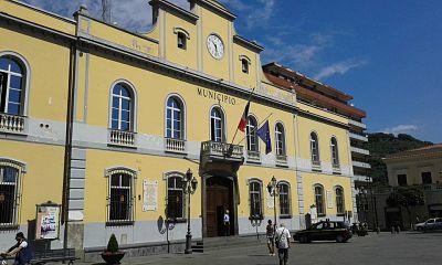 Concorso per dirigente comunale a Nocera, candidato beccato a copiare: Espulso