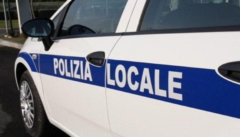 Ravello, giovane con mezzo da cross senza targa ferisce vigile urbano: denunciato