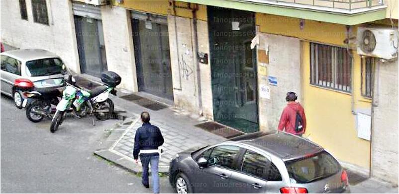 Si oppone allo sfratto in via Lanzalone, sul posto la Polizia