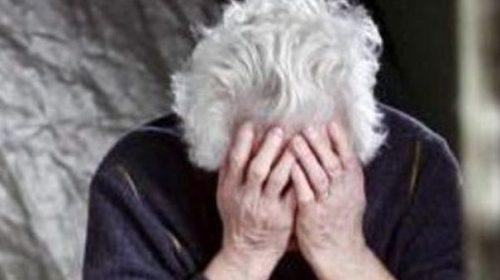 Anziana lasciata in casa senza mangiare e senza cure: nei guai tutti i familiari