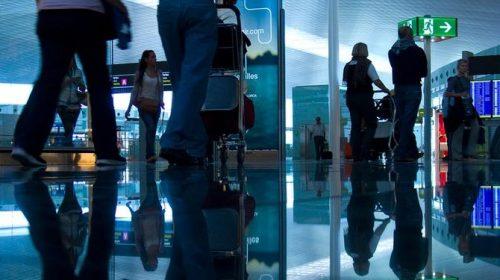 Errore sul passaporto, bloccati in aeroporto per un refuso sui documenti dei bambini