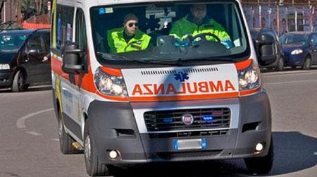 Paura a Salerno, ambulanza in fiamme con paziente a bordo
