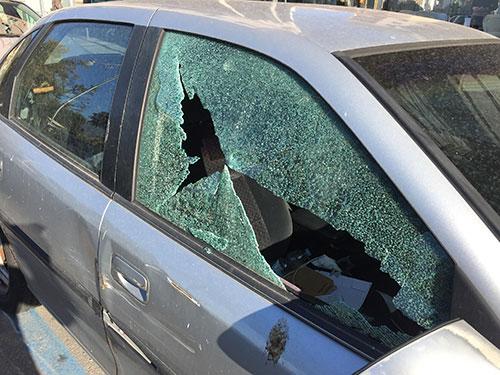 Raid vandalico notturno contro le auto in sosta ad Angri