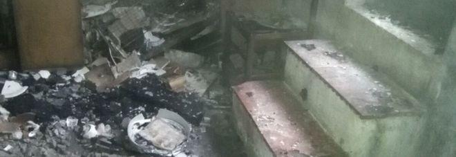 Incendio in uno stabile a Pioppi, salvi tutti gli occupanti