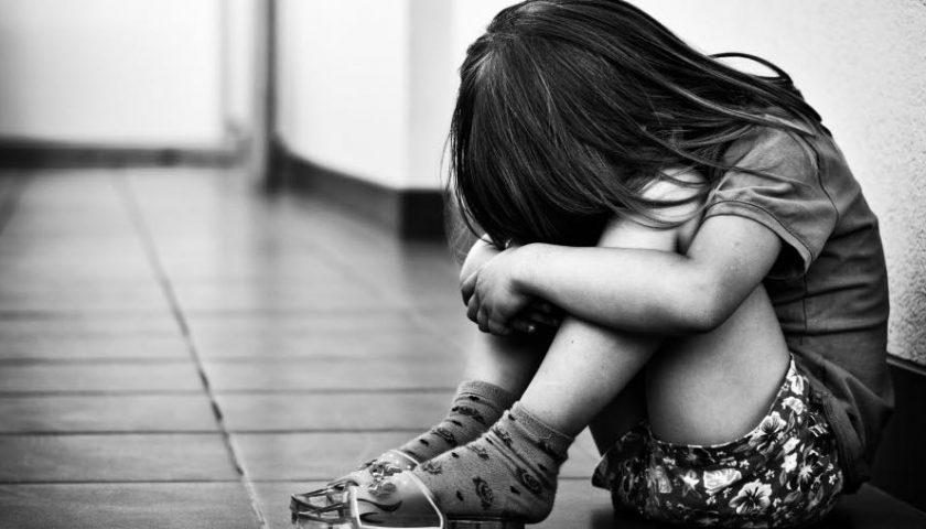 Violenza sessuale sul figlio di 4 anni, per il consulente il racconto del bambino è attendibile