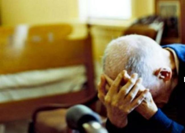 Violenze in famiglia, botte alla madre malata e al padre anziano