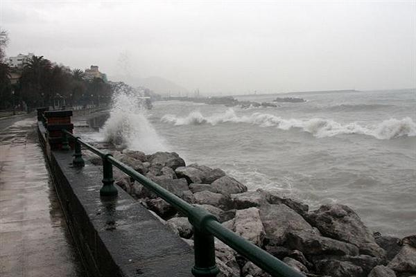 Meteo: da stasera venti molto forti e mare molto agitato. Temperature in sensibile diminuzione