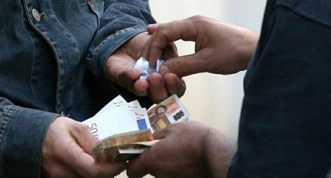 Spaccia droga nei pressi di un locale, arrestato incensurato di Agropoli