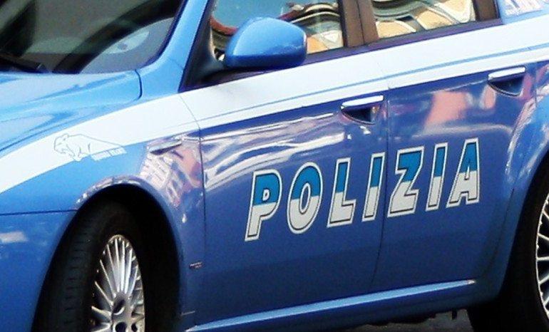 Polizia a Salerno: esegue 6 arresti per spaccio di droga e traffico d'armi