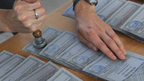 Medico scoperto a fotografare scheda elettorale in un seggio ad Eboli