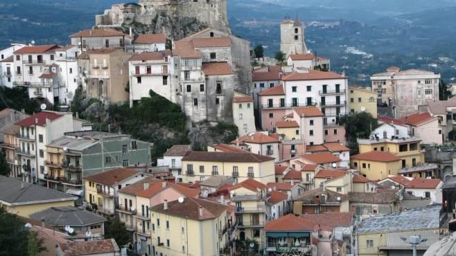 """Notti selvagge a Buccino, il sindaco scrive al Questore: """"Prenda provvedimenti"""""""