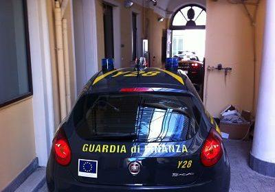 A Locri con ville e Ferrari ma prendevano il reddito di cittadinanza: scoperti in 237 dalla Finanza