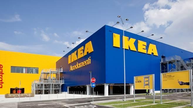 La solidarietà di Ikea Baronissi: 1800 pasti caldi per le famiglie bisognose
