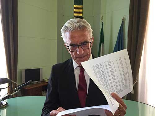 """Salerno, sindaco Napoli: """"Dichiariamo guerra agli sporcaccioni"""""""