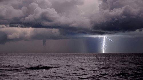 Domani allerta gialla sulla Campania: previsti temporali