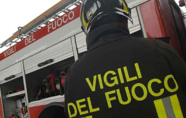 Incendio a Giffoni Valle Piana, sospetto di dolo in via Paratino