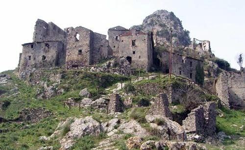 Il castello dei Sanseverino di Centola si rifà il look