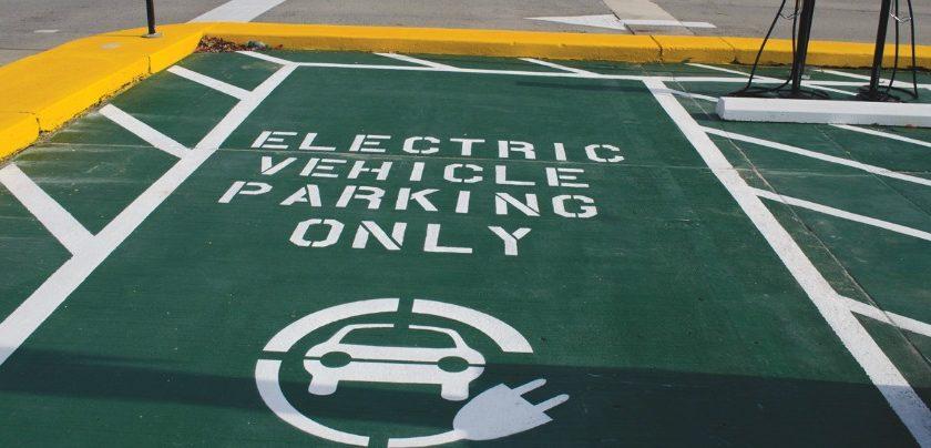 Vallo della Lucania, arrivano stazioni per le auto elettriche: si ricarica con lo smartphone