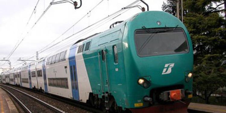 Viaggia senza mascherina, baruffa nel vagone e treno fermato ad Omignano