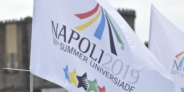 Universiade, la torcia illumina il lungomare di Salerno