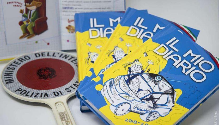 """""""Il mio diario"""": la Polizia consegna l'agenda scolastica agli alunni"""