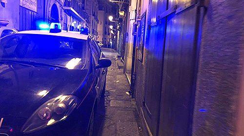 Tentano di sfondare con l'auto vetrina di gioielleria in centro a Sarno, suona l'allarme e il vigilantes mette in fuga i ladri