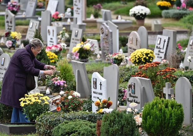 Salerno: ancora furti al cimitero di Brignano