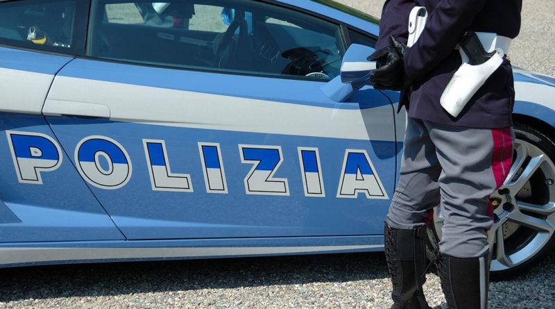 Salerno: sullo scooter senza patente e assicurazione e con un coltello
